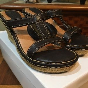 BORN Leather Comfy Sandals